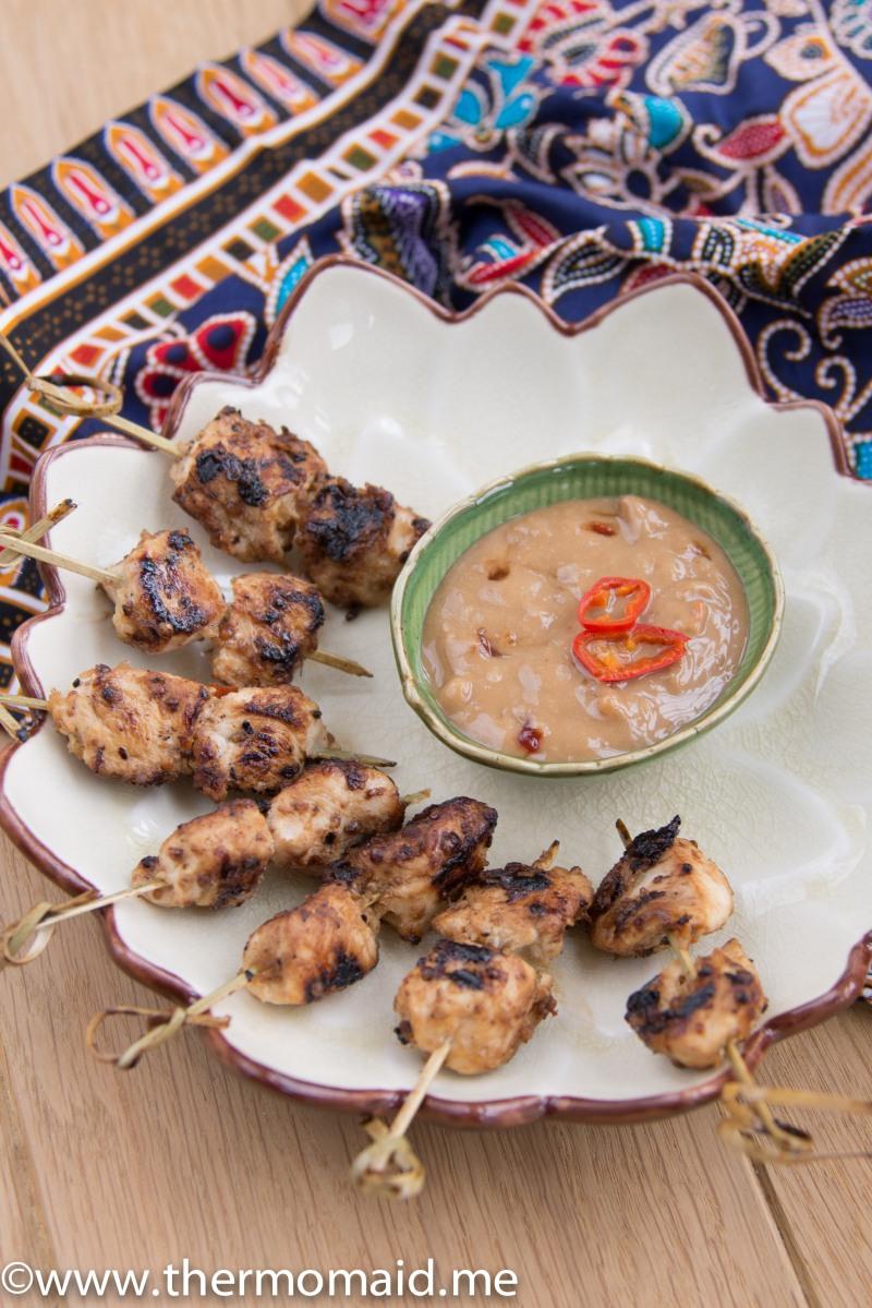 Saté-Spieße mit Erdnuss-Dip